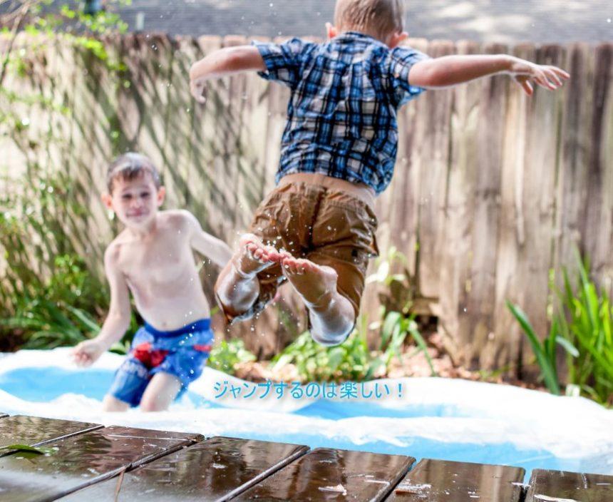 ジャンプする子ども画像